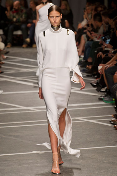 hbz-Givenchy-pfw13-04-lgn